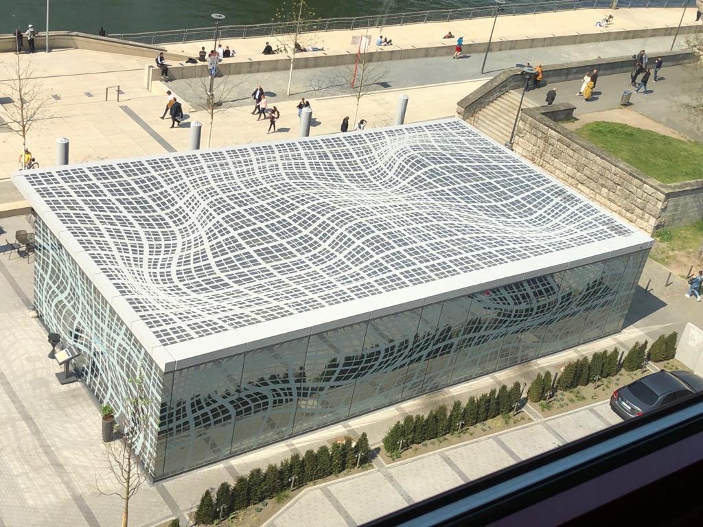 Für die Hyatt Regency in Köln konnten wir in Zusammenarbeit mit der Dipl.-Ing. Hölscher GmbH dieses Dach realisieren.